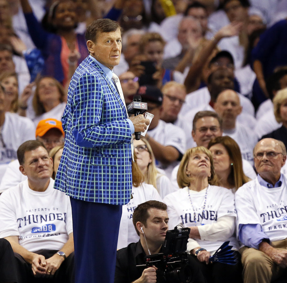 Photo - TNT broadcaster Craig Sager waits to do a sideline report during Game 4 of the Western Conference semifinals between the Oklahoma City Thunder and the San Antonio Spurs in the NBA playoffs at Chesapeake Energy Arena in Oklahoma City, Sunday, May 8, 2016. Photo by Nate Billings, The Oklahoman