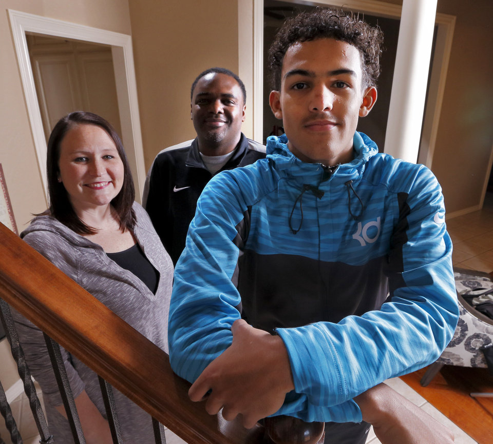 Photo - Norman North basketball player Trae Young poses with his father Ray and mother Candice. Trae is the state's top basketball prospect -- and he's only a junior at Norman North.  (Photo by Steve Sisney, The Oklahoman)