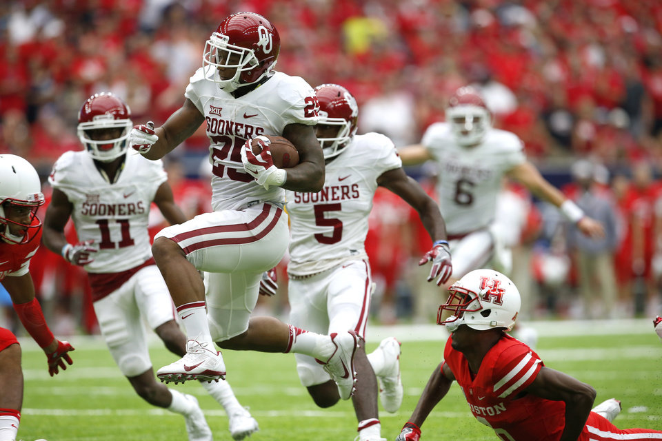 Photo - Oklahoma's Joe Mixon (25) runs for a touchdown during the AdvoCare Texas Kickoff college football game between the University of Oklahoma Sooners (OU) and the Houston Cougars at NRG Stadium in Houston, Saturday, Sept. 3, 2016. Photo by Bryan Terry, The Oklahoman