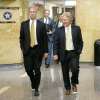 Attorneys Clark Brewster (right) and Paul DeMuro walk in the courthouse for a hearing Monday related to the grand jury investigation of the Tulsa County Sheriff's Office. MIKE SIMONS/Tulsa World