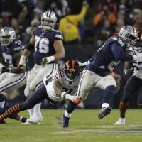 Dallas Cowboys' Ezekiel Elliott (21) runs out of a tackle of Chicago Bears' Ha Ha Clinton-Dix (21) during the first half of an NFL football game,...
