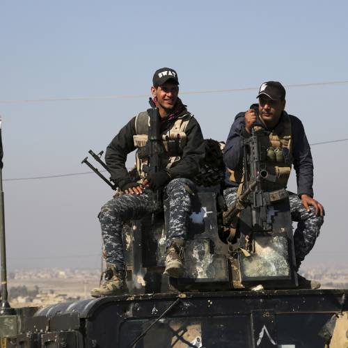 US continues airstrikes on Mosul as Iraqi police push out Islamic State militants