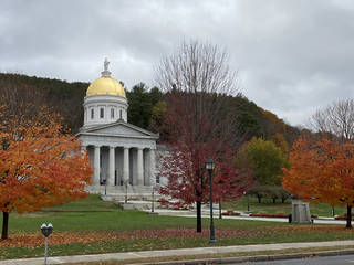 The Vermont capital building sits against a Vermont hillside. (Photo by Tricia Tramel)