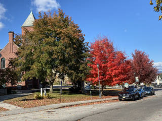 Autumn colors line the campus of Plymouth State University. (Photo by Berry Tramel)