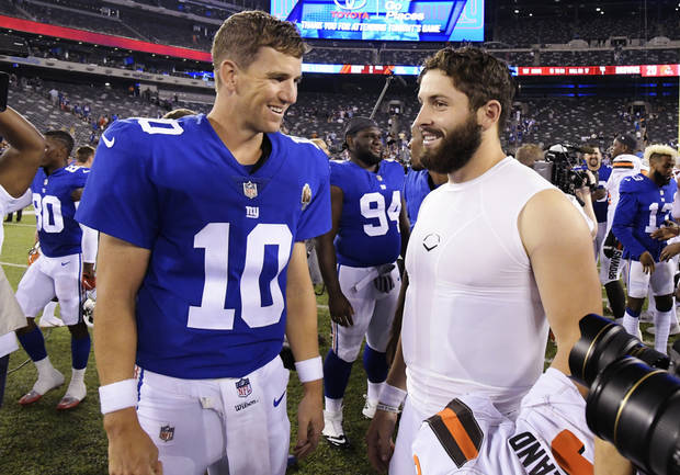 New York Giants quarterback Eli Manning (10) talks to Baker Mayfield after the Cleveland rookie's debut Thursday night. (AP Photo)