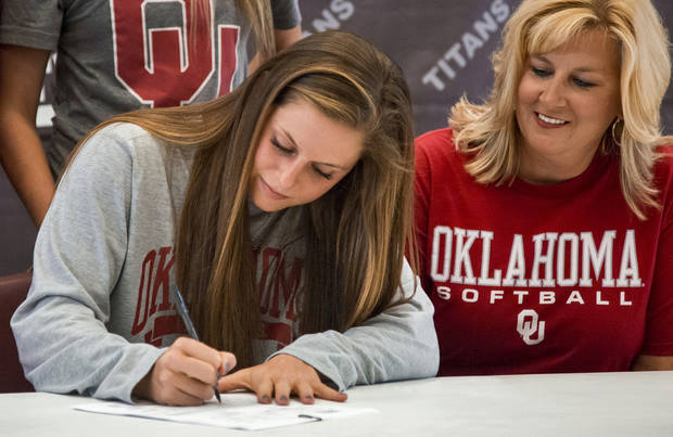 OU softball: Former Carl Albert star Audrie LaValley transfers to Arkansas