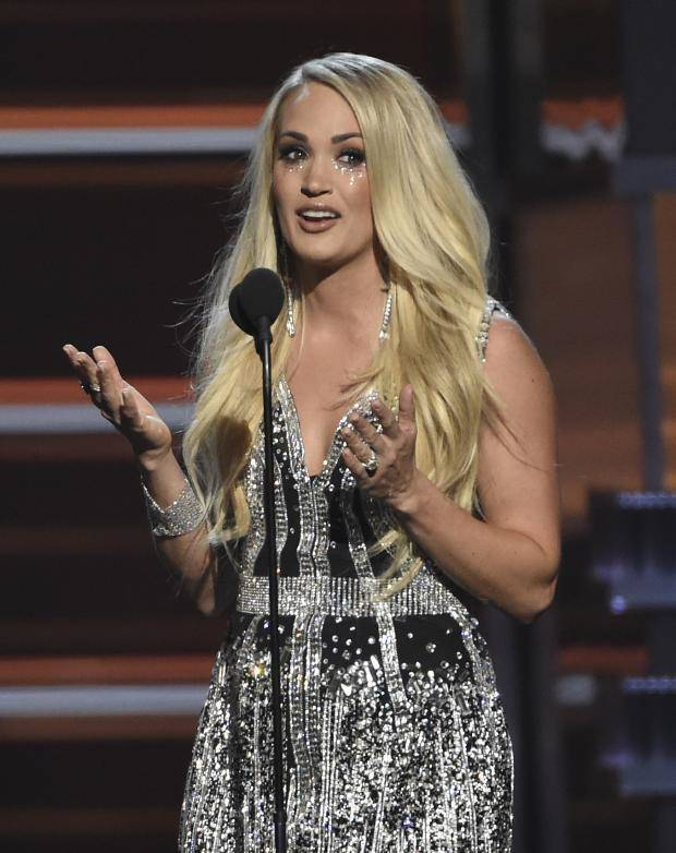 Photos and video carrie underwood debuts new song 39 cry for Academy of country music award for video of the year