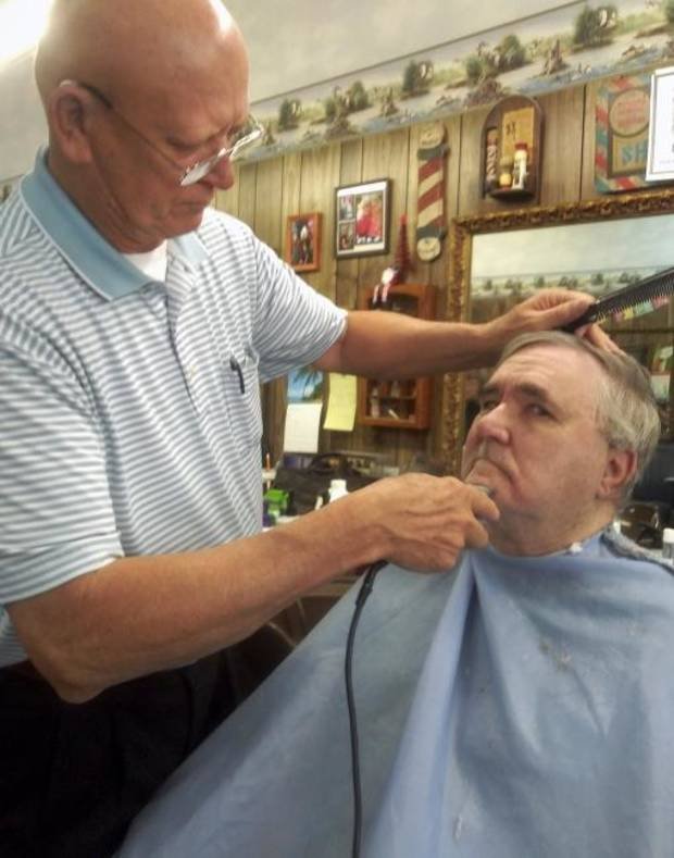 Longtime Windsor Hills barber retires