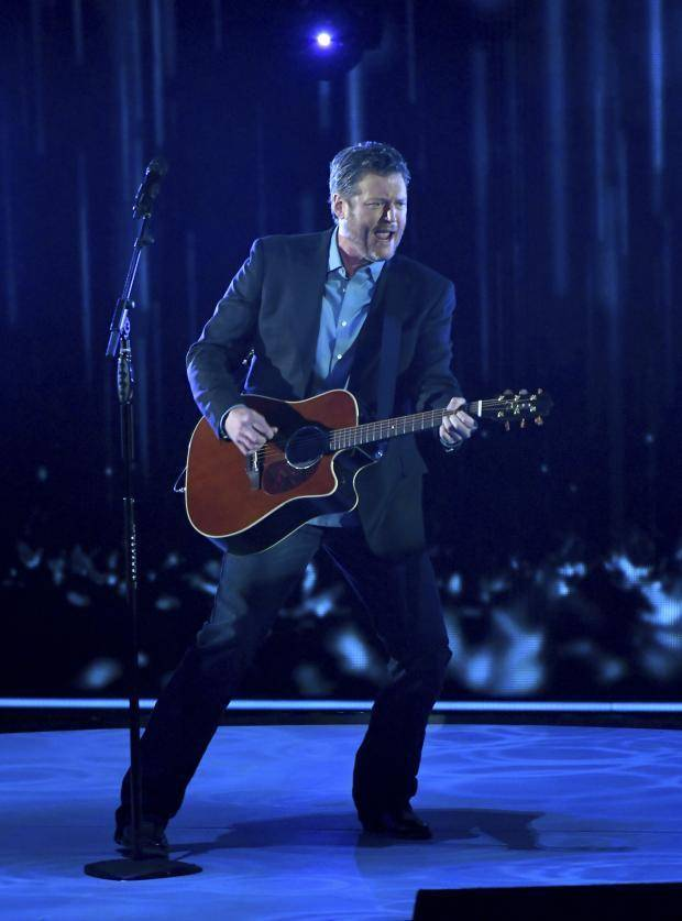 Photos Video Blake Shelton And Carrie Underwood Win Big
