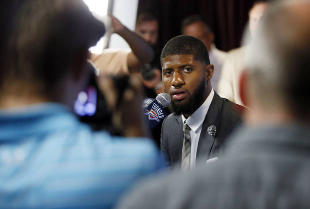 Thunder's Paul George greeted by raucous crowd at Oklahoma City airport