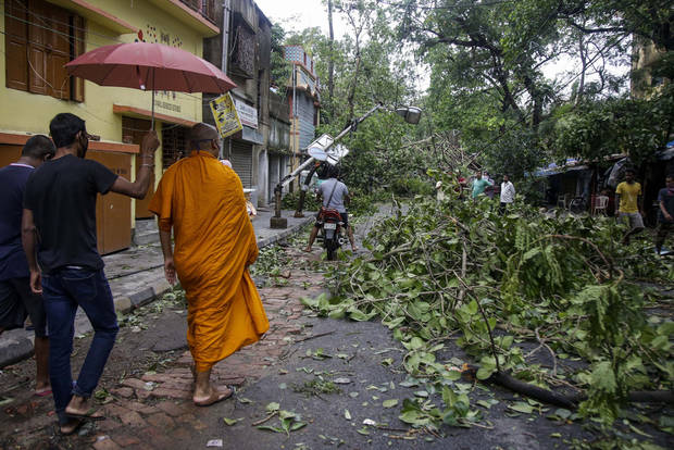 Recovery begins after storm ravages India, Bangladesh coast