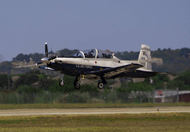 A T-6A Texan II aircraft prepares to conduct a tough-and-go landing on Randolph Air Force Base, Texas. [PAWEL PUCZKO/U.S. MARINE CORPS]
