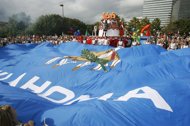 A large Oklahoma flag is unfurled during the finale of the Oklahoma Centennial Parade in downtown Oklahoma City, Okla., Sunday, October 14, 2007. Photo by Paul Hellstern / The Oklahoman. ORG XMIT: KOD