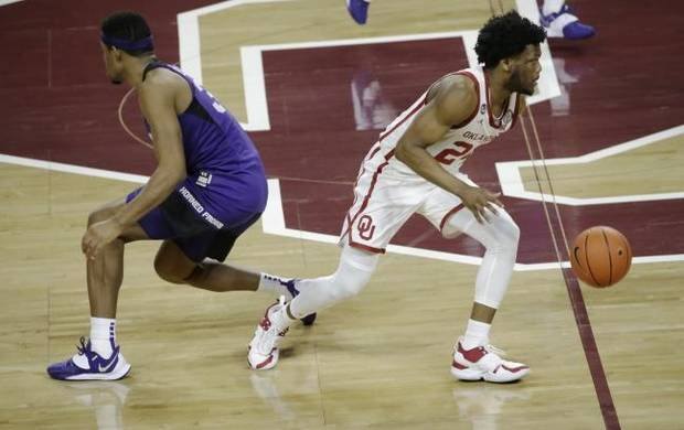 Tramel: OU basketball playing different, and well, without Sooners star Brady Manek