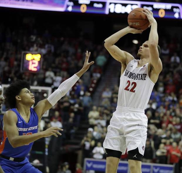 College Basketall Notebook: NCAA Division III tournament game played in empty gym