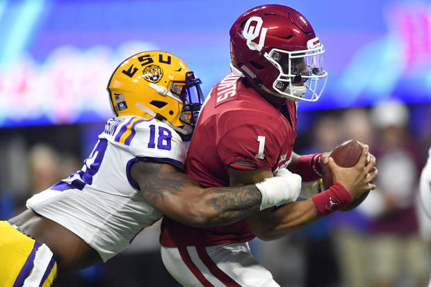Eagles pull off a stunner, draft Jalen Hurts in second round