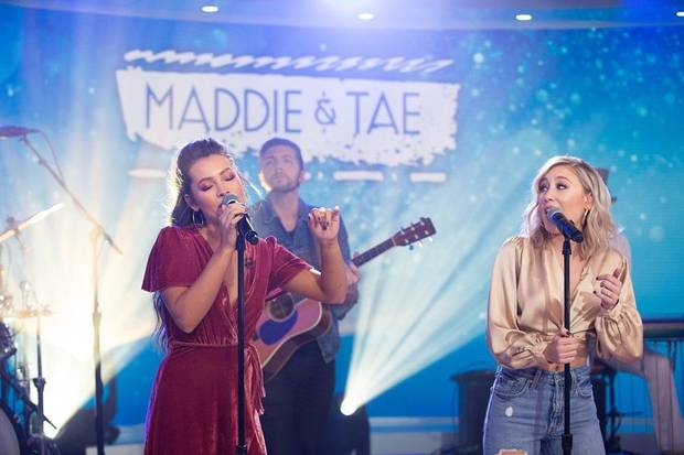 Photos and video: Maddie & Tae perform 'Friends Don't' on