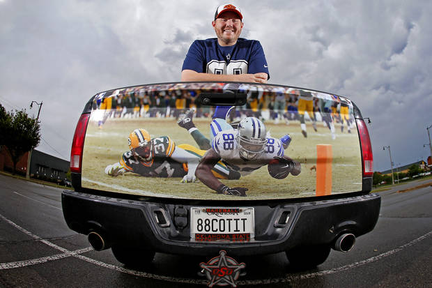Why an Oklahoma State and Dallas Cowboys fan's tailgate tribute is causing moving mania