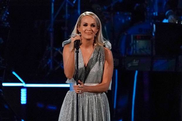 Video: Carrie Underwood, Trisha Yearwood and Aaron Neville sing beautiful tributes to Linda Ronstadt on the 2019 Kennedy Center Honors