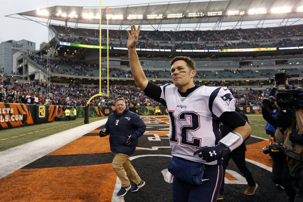 Brady throws 2 TDs, Patriots beat Bengals to clinch playoffs