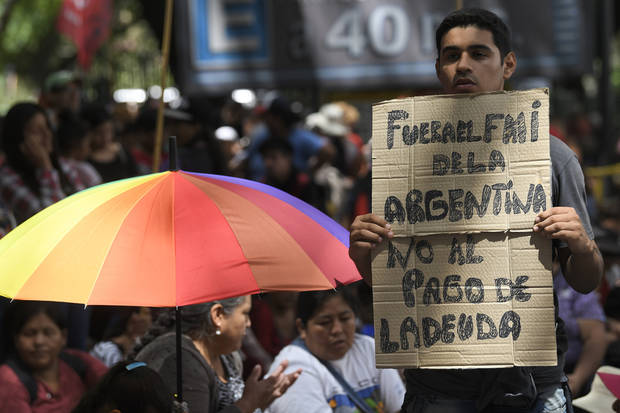 Argentina and IMF discuss debt in shadow of 2001 crisis