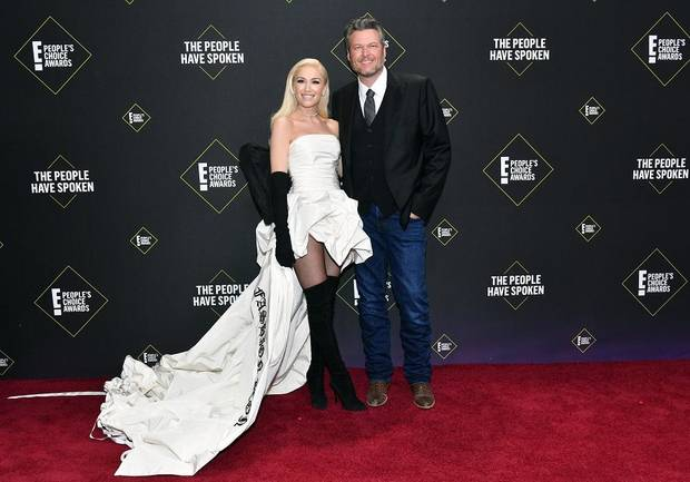 Gwen Stefani and Blake Shelton arrive at the 2019 E! People's Choice Awards at the Barker Hangar on Nov. 10, 2019. [Photo by Amy Sussman/E! Entertainment]