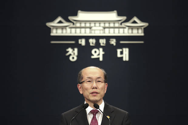 In reversal, Seoul to keep Japan military intelligence pact