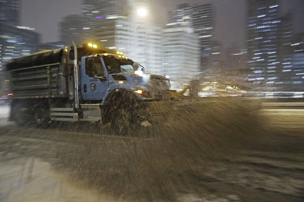 Winter storm brings heavy snow, ice to Midwest, Northeast