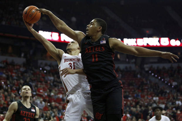 No. 4 San Diego St remains unbeaten with 71-67 win over UNLV