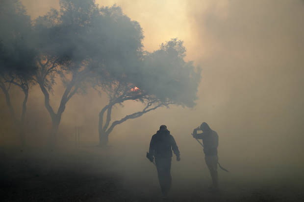 Wildfires outside L.A. threaten homes, bypass Reagan library
