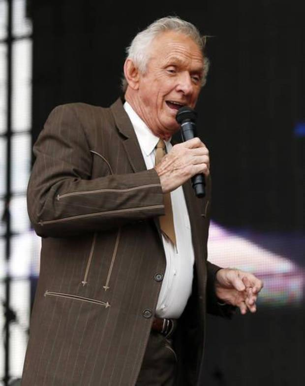 Country music singer Mel Tillis dies at 85