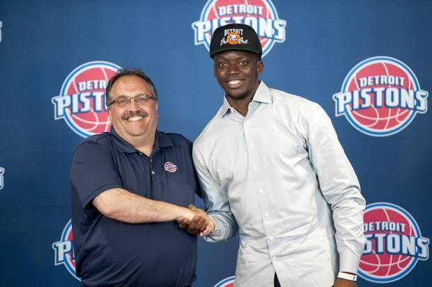 Pistons head coach Stan Van Gundy, left, and guard Reggie Jackson pose for a photo after a news conference Monday, July 20, 2015, in Auburn Hills, Mich. Pistons have taken care of one priority for this offseason — bringing restricted free agent Jackson back as the team's point guard. (David Guralnick /Detroit News via AP)