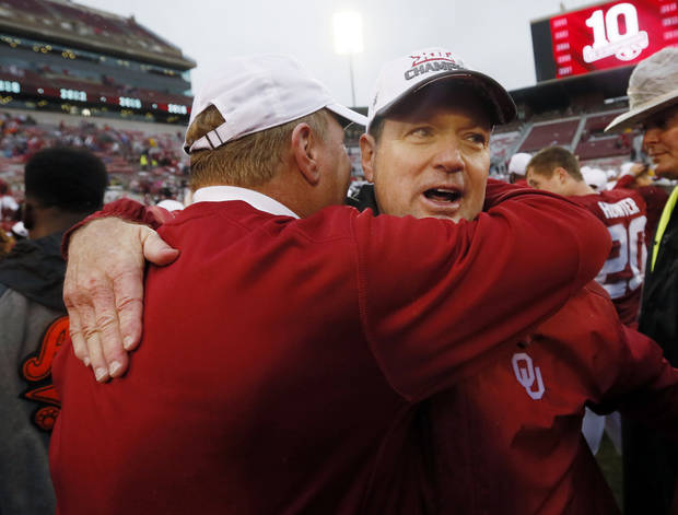 Oklahoma football coach Bob Stoops retiring after 18 seasons