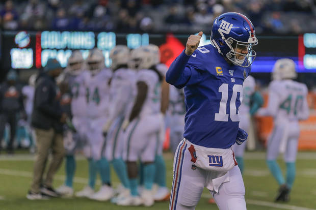 Dolphins Fitzpatrick shares in Manning's potential saw song