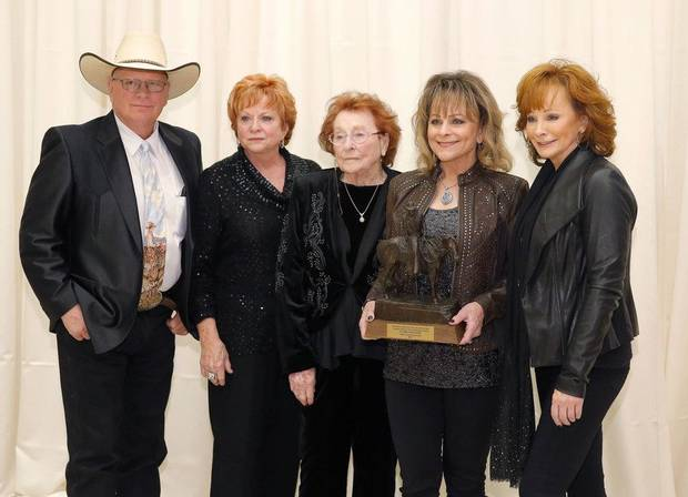 Reba McEntire shares photos of her mother's Oklahoma funeral
