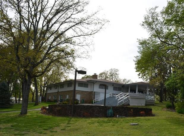 The NewView Oklahoma/Globe Life Lodge on Lake Tenkiller is available for rental. [NEWVIEW OKLAHOMA]