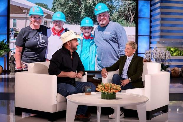 Pleasant Video Garth Brooks Plays Callin Baton Rouge On Ellen Gamerscity Chair Design For Home Gamerscityorg