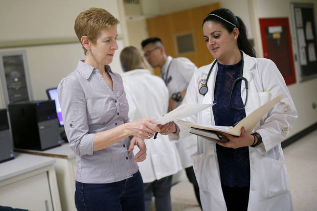 Professor Margi Gilmour talks with OSU senior Rocio Reyes in April 2017 at the Oklahoma State University Center for Veterinary Health Sciences. [Photo by Bryan Terry, The Oklahoman]
