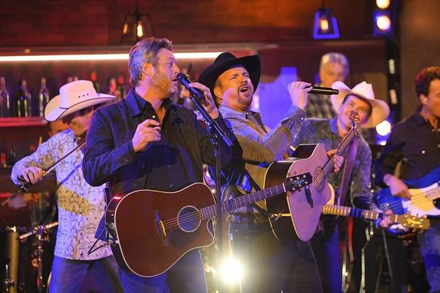 Photos and video: Garth Brooks wins entertainer of the year, performs 'Dive Bar' with Blake Shelton on CMA Awards