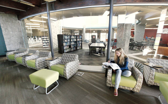 Deer creek high school unveils modern library news ok for Interior design schools in oklahoma