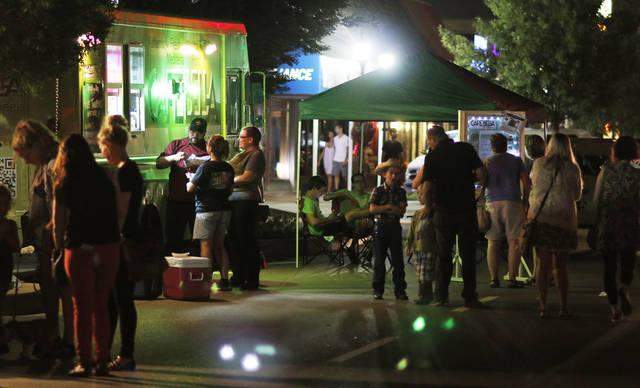 Heard on hurd draws crowd in downtown edmond news ok food trucks along broadway are seen during the first heard on hurd an event with sciox Gallery